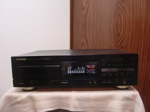 Photo1: Pioneer PD-8070 CD Player (1)