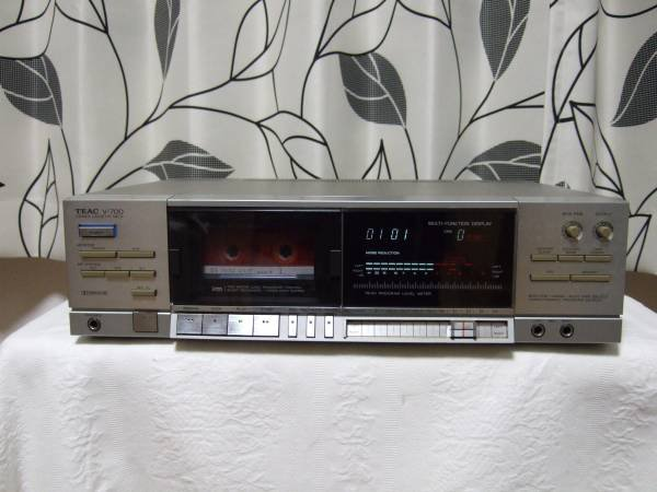 Photo1: TEAC V-700 Cassette deck (1)