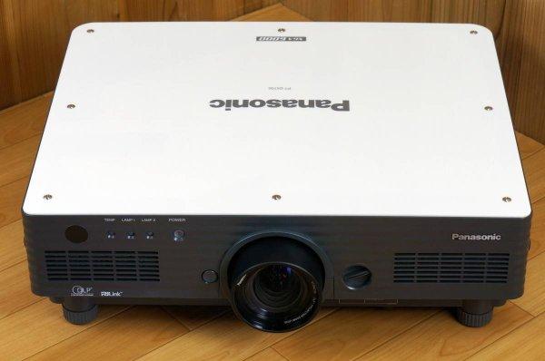 Photo1: Panasonic Projector PT-D5700 (1)