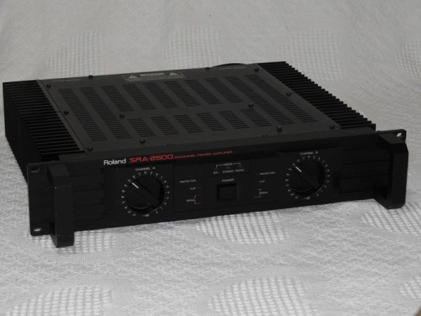 Photo1: Roland SRA-2500 Power Amplifier (1)