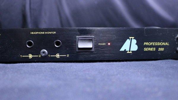Photo1:  AB International 200 Power Amplifier (1)